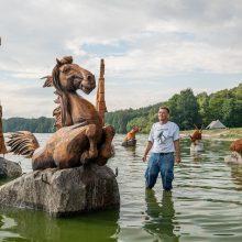 Skulptūros ant vandens ragina prisiminti Kauno marių užlietų kaimų istorijas