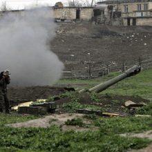 Raginimų nutraukti ugnį nepaisoma: Kalnų Karabache auga žuvusiųjų skaičius