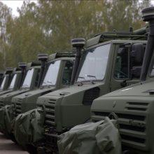 """Lietuvos kariuomenę pasiekė nauja 142 """"Unimog"""" sunkvežimių partija"""