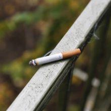 Jau gavo prieštaravimų: pirmieji draudimai rūkyti balkonuose įsigalios vasarį