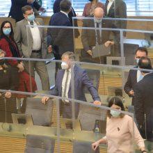 Į Seimą grįžta A. Skardžius – prisiekė per posėdį