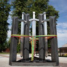 """Prienų rajone atidengtas paminklas """"Trims savanorių kartoms"""""""