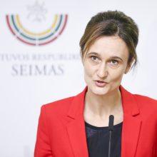 """Seimo vadovė į kritiką dėl """"išmestų žmogaus teisių"""": ne laikas vaizdingoms kalboms"""