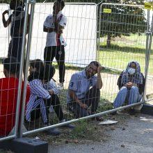 VRM siūlo esant ekstremaliai situacijai neterminuotai sulaikyti neteisėtus migrantus