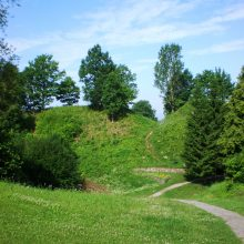 Pradėtas tvarkyti Punios piliakalnis: bus atstatomas rytinis šlaitas