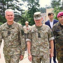 Prezidentas aptarė kariuomenės indėlį valdant migrantų krizę (tiesiogiai)
