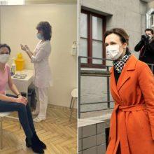 """Pasiskiepijo ir Seimo vadovė: parodė pasitikėjimą """"AstraZeneca"""" vakcina"""