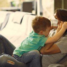 Kovą daugiausia susirgimų COVID-19 – šeimose ir darbovietėse