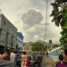 Sent Vinsento salos gyventojams baimės įvarė galingai išsiveržęs ugnikalnis
