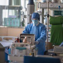 Viruso epidemija Kinijoje pasiekė piką: mirė dar 71 žmogus
