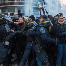 Prancūzai nerimsta: Paryžiuje – nauji protestai prieš E. Macroną
