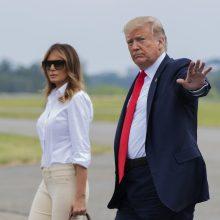 """Slovėnijoje atidengta M. Trump statula išvadinta """"baidykle"""""""