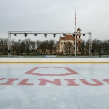 Dovana vilniečiams: Lukiškių aikštėje atidaryta čiuožykla