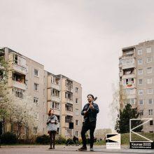 """""""Kaunas 2022"""" per karantiną į kiemus išvedė kultūrą: gyventojai stebėjo iš balkonų"""