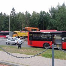 Vilniuje susidūrus automobiliui ir autobusui vairuotojai strigo spūstyje