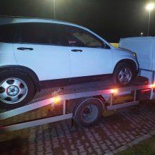 Kirgizas automobilius į Lietuvą gabeno, įtariama, Lietuvoje vogtu automobilvežiu