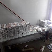 Pasieniečių sustabdyta baltarusė slėptuvėse vežė virš tūkstančio pakelių cigarečių