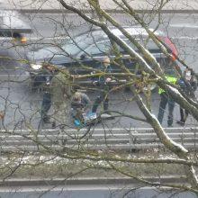 Nelaimė Vilniuje: automobilis kliudė ne per pėsčiųjų perėją bėgusį vaiką