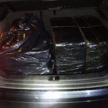 """Pagėgių pasieniečiai sulaikė automobiliu """"Audi A3"""" gabentą rūkalų kontrabandą"""
