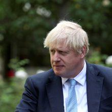 """JK premjeras nusitaikė į jo """"Brexit"""" planus kritikuojančius bendrapartiečius torius"""