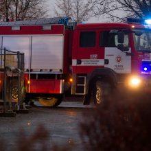 Specialiųjų tarnybų sujudimas Vilniuje: gyvenamajame name kilo gaisras