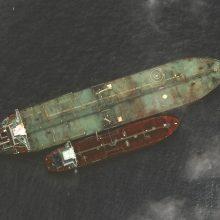Į iraniečių tanklaivį netoli Saudo Arabijos tikriausiai pataikė dvi raketos