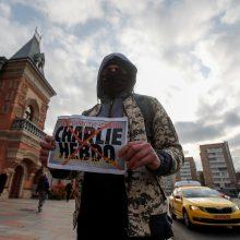"""Londono parke subadyta moteris, vilkėjusi marškinėlius su """"Charlie Hebdo"""" karikatūra"""