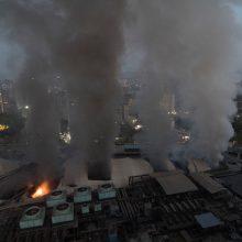 Indijoje per gaisrą pastate, kur veikia COVID-19 pacientų ligoninė, žuvo 10 žmonių