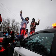 Mineapolyje surengti protestai dėl dar vieno policijos nušauto jauno juodaodžio