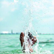 Vasaros maudynės – ir smagios, ir pavojingos: gali virsti liga arba sukelti negalią