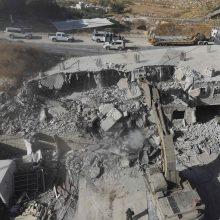 Izraelis pradėjo griauti palestiniečių namus šalia Jeruzalės