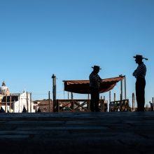Pandemijos iškankinta Europa ruošiasi atostogoms