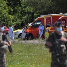 Prancūzijoje užpuolikas peiliu sužalojo policininkę