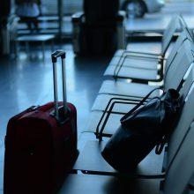 Europiečiams siūloma atidėti keliones iki rudens
