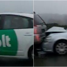 """Karaliaus Mindaugo prospekte – masinė avarija: suknežintas ir """"Bolt"""" automobilis"""
