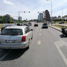Vilniaus policija ieško avarijos, kurioje nukentėjo motociklininkas, liudininkų
