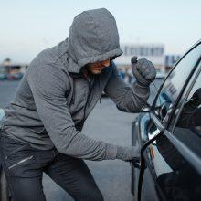 Vilniuje aplink automobilius sukosi vagys: nuostoliai siekia tūkstančius eurų