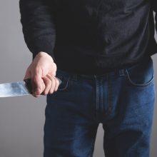 Vilniuje neblaivus vyras grasindamas peiliu sumušė garbaus amžiaus moterį