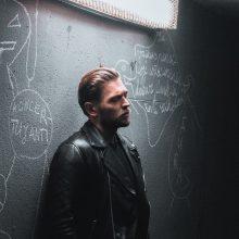 J. Veklenko pristato naują dainą: muzikiniam klipui prireikė lietingos nakties