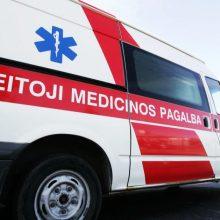 Netoli Kauno HE nuo kelio nulėkė BMW: vairuotojas išvežtas į ligoninę
