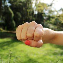 Panevėžyje prieš nepilnametę smurtavo aštuonios nepažįstamos paauglės