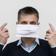 COVID-19 sirgęs ir į parduotuvę be kaukės nuėjęs vyras nubaustas areštu