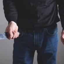 Garliavoje peiliu sužalotas jaunas vyras: įtariamasis nuginkluotas, bet nesulaikytas