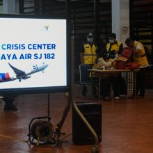 Indonezijos pareigūnas: dingęs keleivinis laineris veikiausiai sudužo