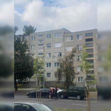 Vilniuje susidūrus automobiliams vairuotojai prašė pareigūnų pagalbos