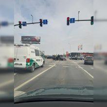 """Muravos sankryžoje neišsiteko BMW ir """"Opel"""": vairuotojai nesutaria dėl kaltės"""