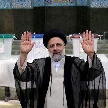 Irano prezidento rinkimų nugalėtoju įvardytas ultrakonservatyvus veikėjas E. Raisi