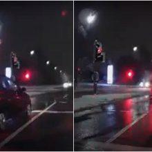 Vilniuje per raudoną lėkusio vairuotojo elgesys sukėlė prieštaringą diskusiją