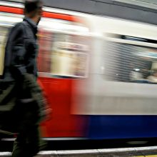 Jungtinė Karalystė dėl viruso protrūkio perėmė geležinkelius į valstybės rankas