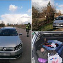 Automobiliu, manoma, link Vakarų Europos vežti aštuoni prieblobsčio Lietuvoje laukę čečėnai